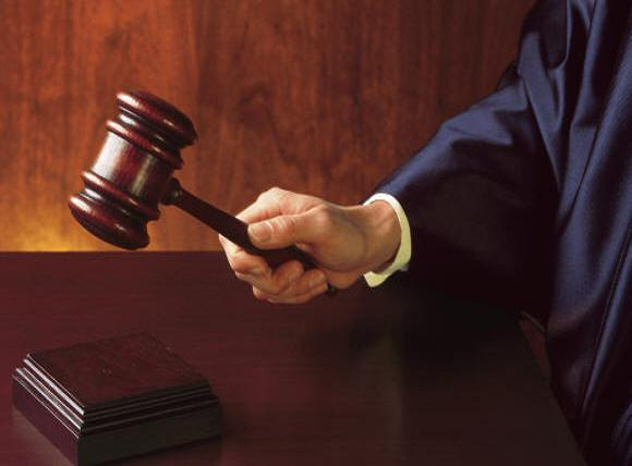 Per il giudice penale i prelevamenti e/o i versamenti sui c/c costituiscono meri indizi
