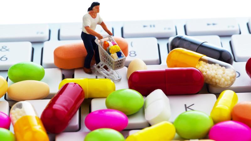 """Vendita on line di farmaci: """"semaforo rosso"""" per formule officinali e medicinali veterinari"""