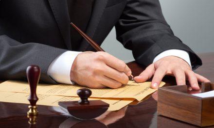 Se il notaio pretende che il socio rimuova l'incompatibilità prima della stipula del contratto sociale