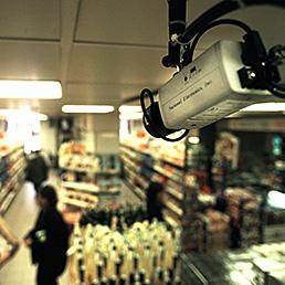 Telecamere in farmacia: vietate in mancanza di accordo sindacale