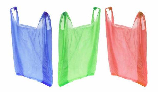 Nuove regole (anche) in farmacia per le buste di plastica alla clientela