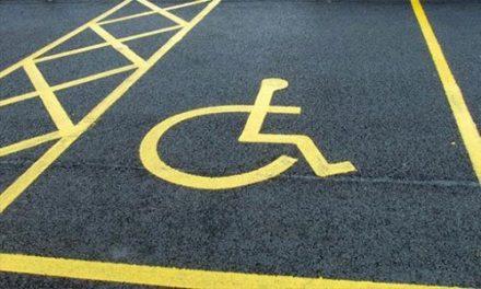 """L'annosa questione di un """"parcheggio invalidi"""" dinanzi alla farmacia"""